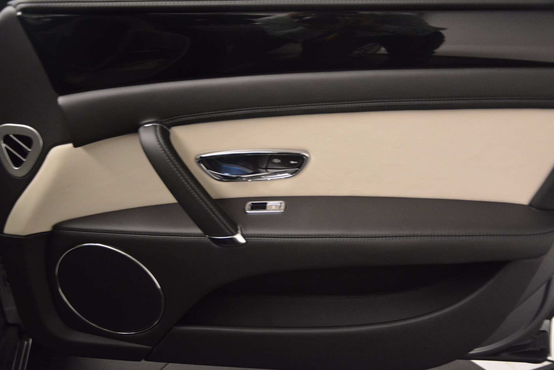 New 2017 Bentley Flying Spur V8 S    Greenwich, CT