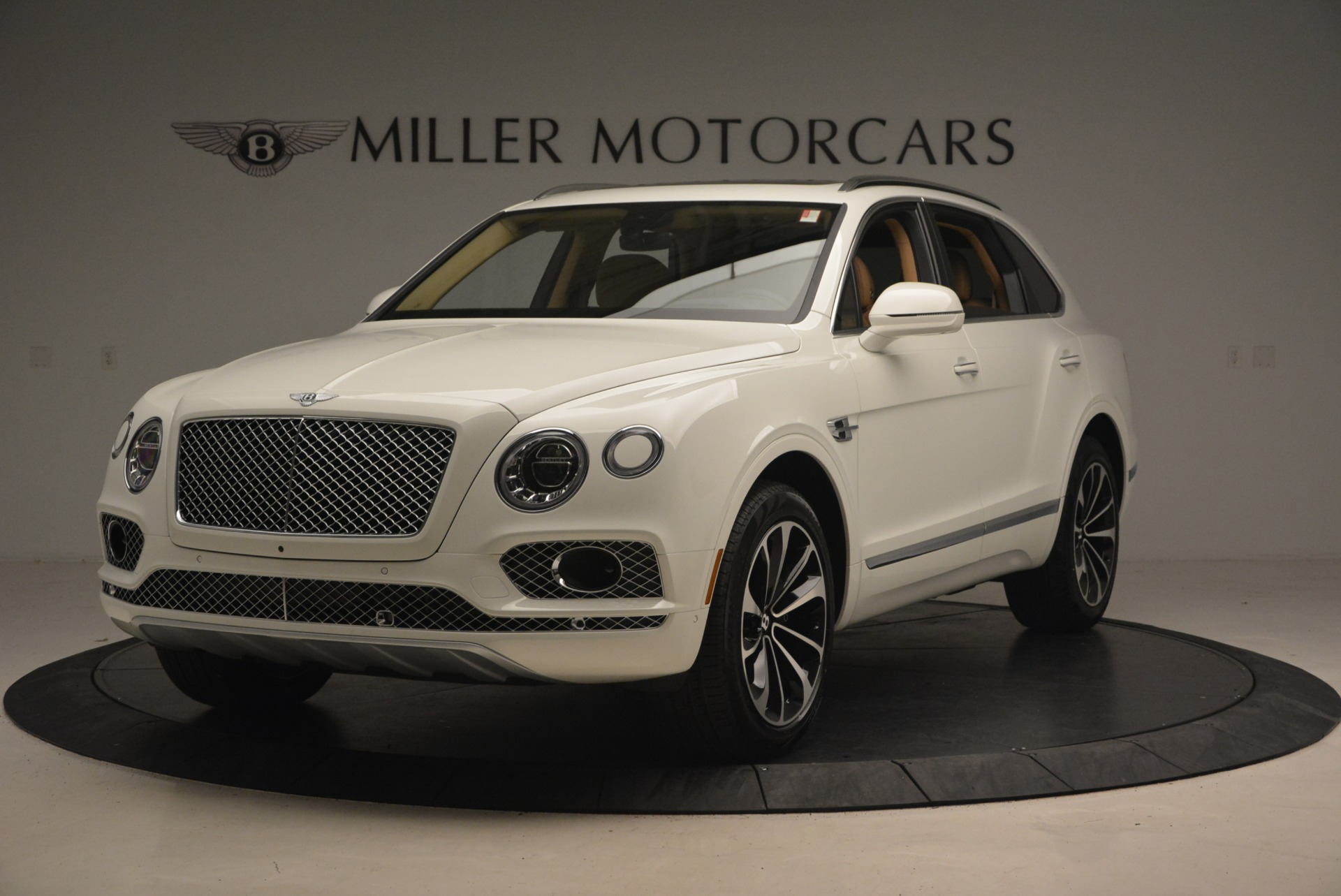 New 2018 Bentley Bentayga W12 Signature for sale Sold at McLaren Greenwich in Greenwich CT 06830 1