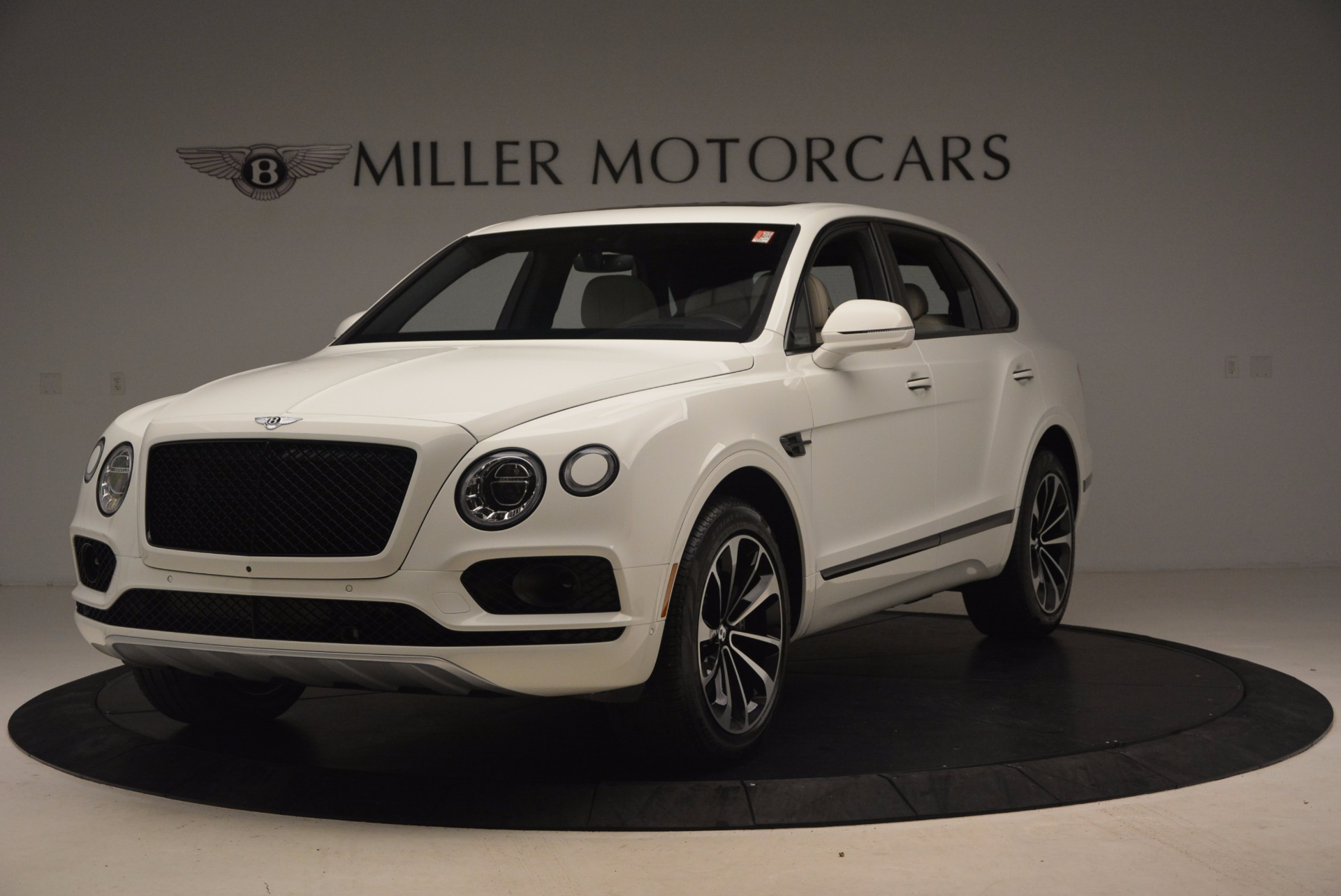 Used 2018 Bentley Bentayga Onyx for sale Sold at McLaren Greenwich in Greenwich CT 06830 1