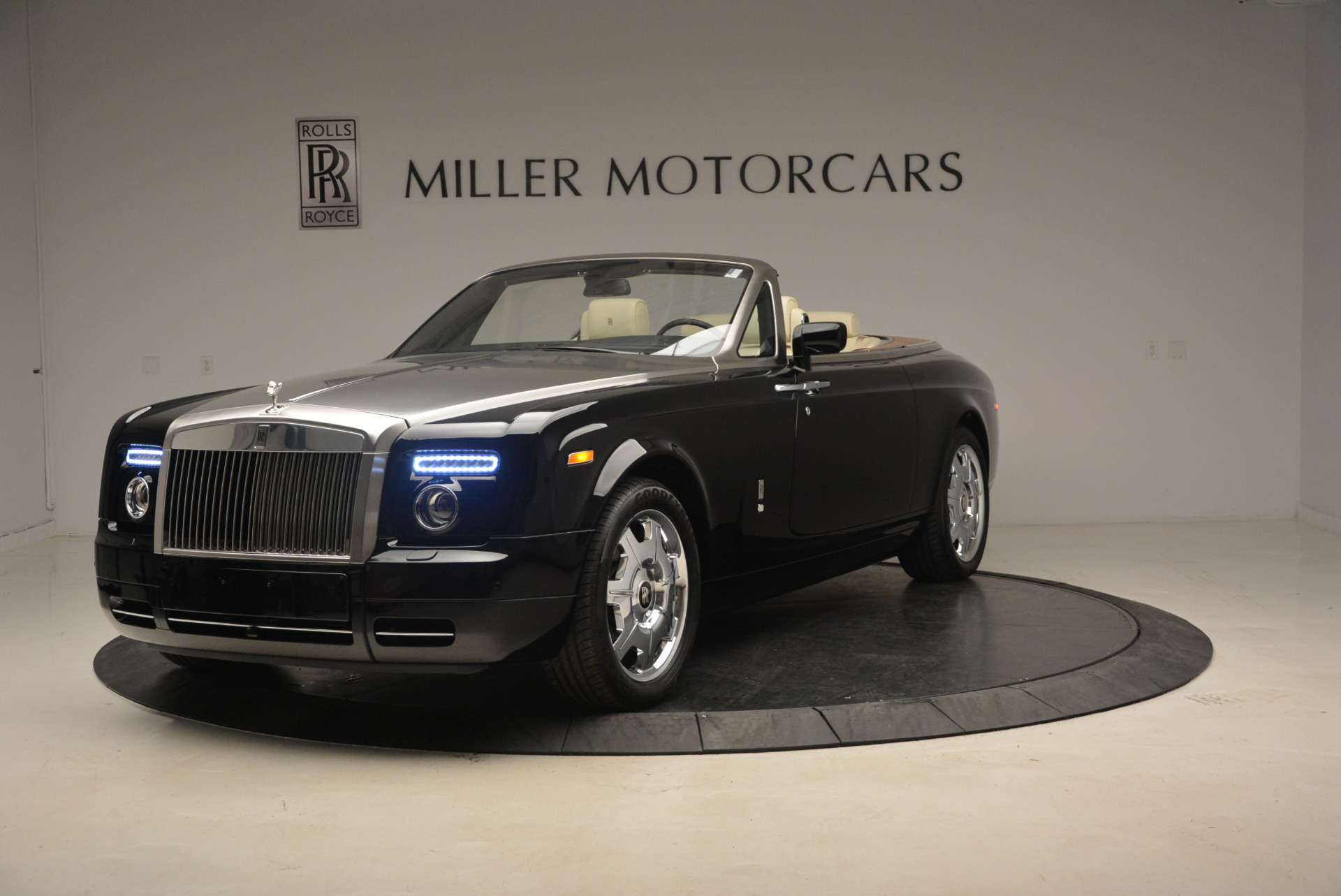 Used 2009 Rolls-Royce Phantom Drophead Coupe for sale Sold at McLaren Greenwich in Greenwich CT 06830 1