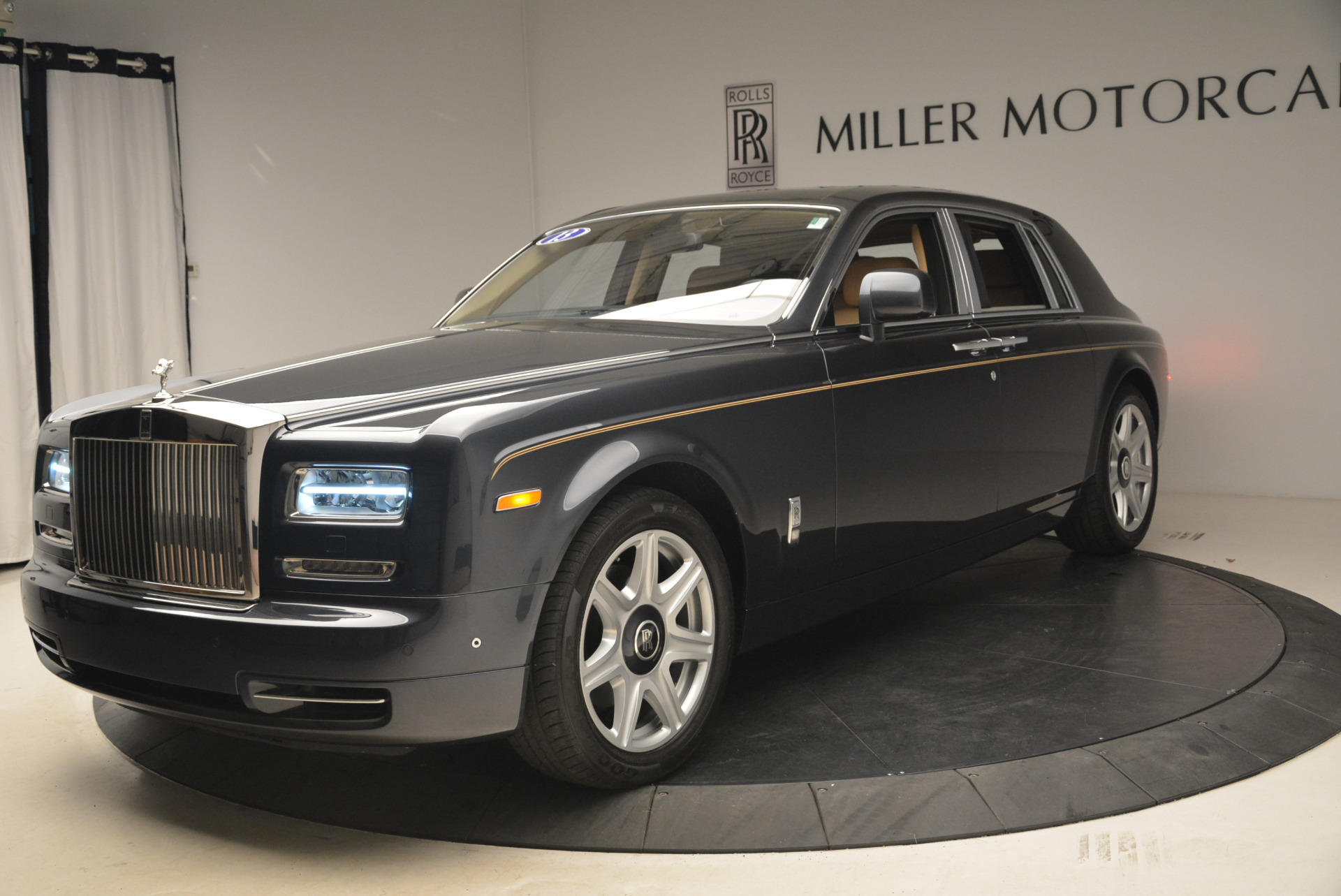 Used 2013 Rolls-Royce Phantom for sale Sold at McLaren Greenwich in Greenwich CT 06830 1