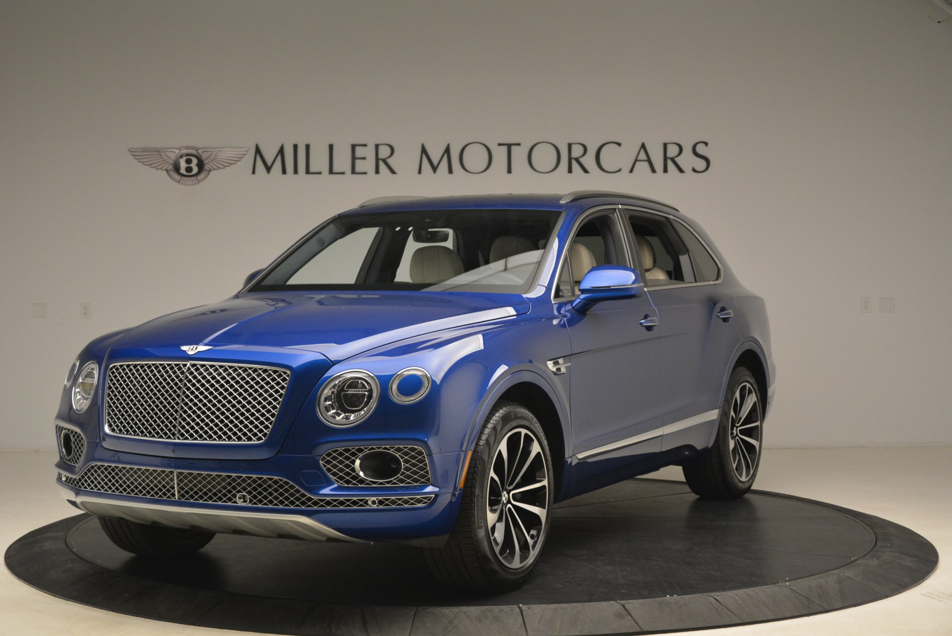 Used 2018 Bentley Bentayga W12 Signature for sale Sold at McLaren Greenwich in Greenwich CT 06830 1