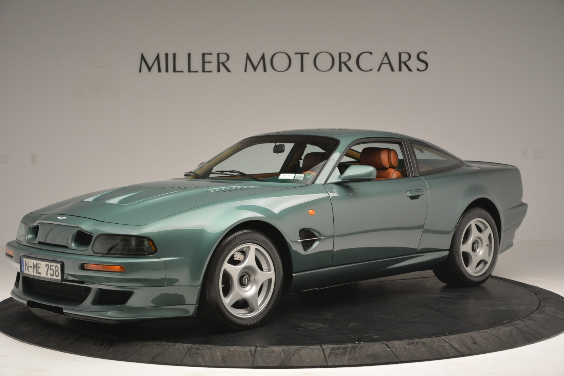 Used 1999 Aston Martin V8 Vantage Le Mans V600 Coupe for sale $499,900 at McLaren Greenwich in Greenwich CT 06830 1