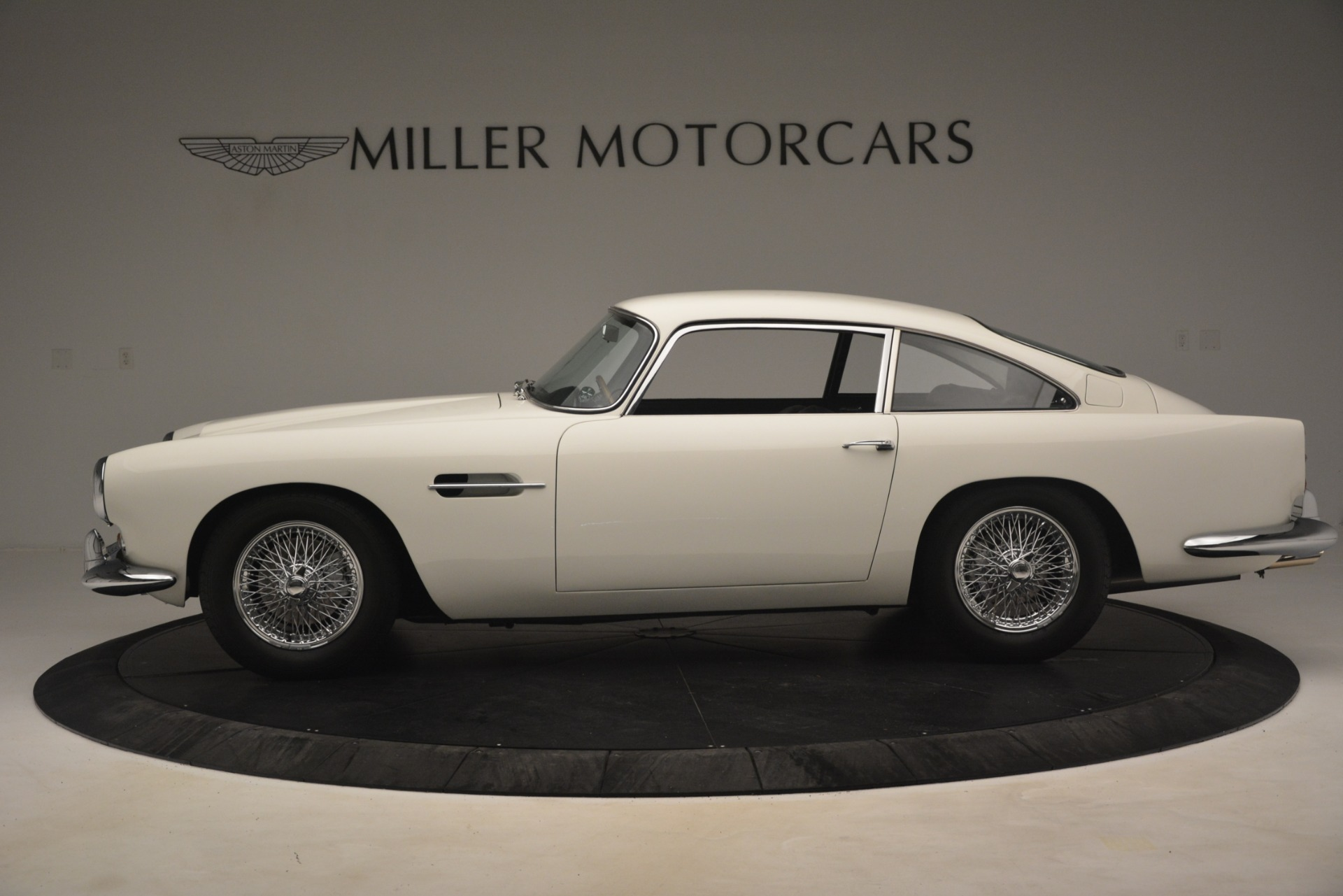 Pre Owned 1961 Aston Martin Db4 Series Iv Coupe For Sale 625 900 Mclaren Greenwich Stock 7567c