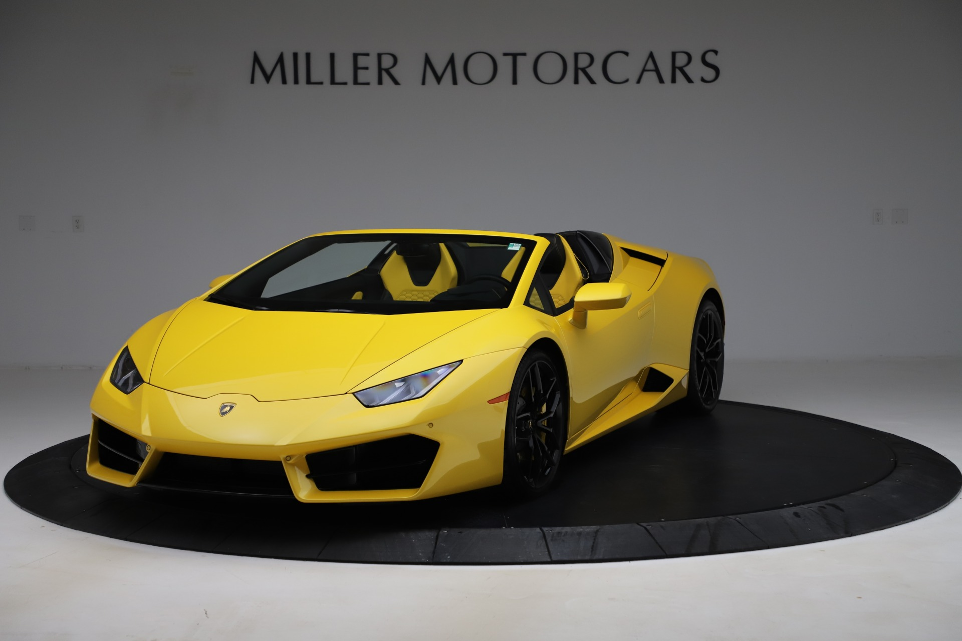 Used 2018 Lamborghini Huracan LP 580-2 Spyder for sale $203,900 at McLaren Greenwich in Greenwich CT 06830 1
