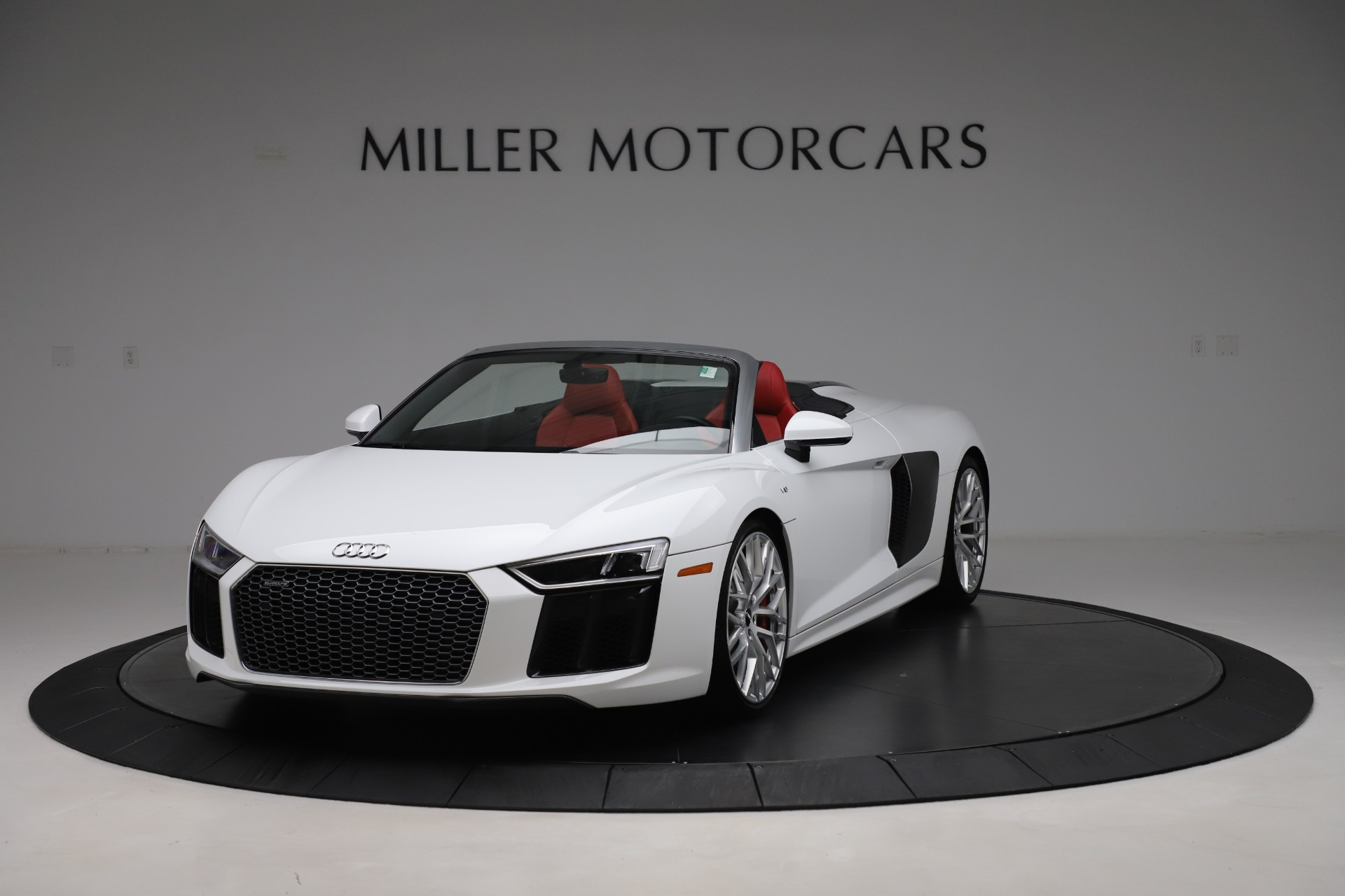 Used 2017 Audi R8 5.2 quattro V10 Spyder for sale $138,900 at McLaren Greenwich in Greenwich CT 06830 1