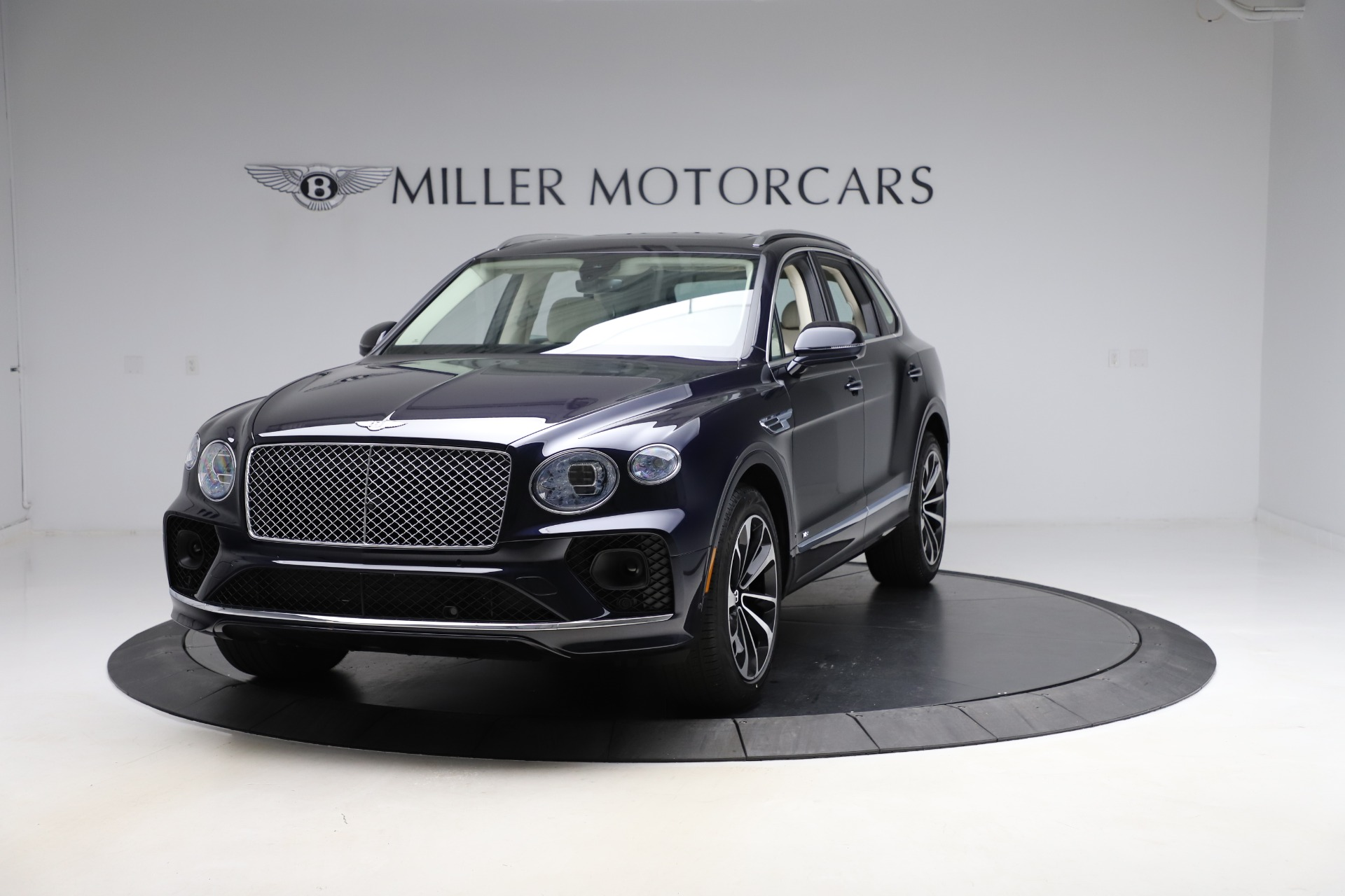 New 2021 Bentley Bentayga V8 for sale $204,100 at McLaren Greenwich in Greenwich CT 06830 1