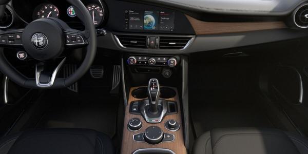 New 2020 Alfa Romeo Giulia Ti Lusso Q4 for sale $51,195 at McLaren Greenwich in Greenwich CT 06830 3