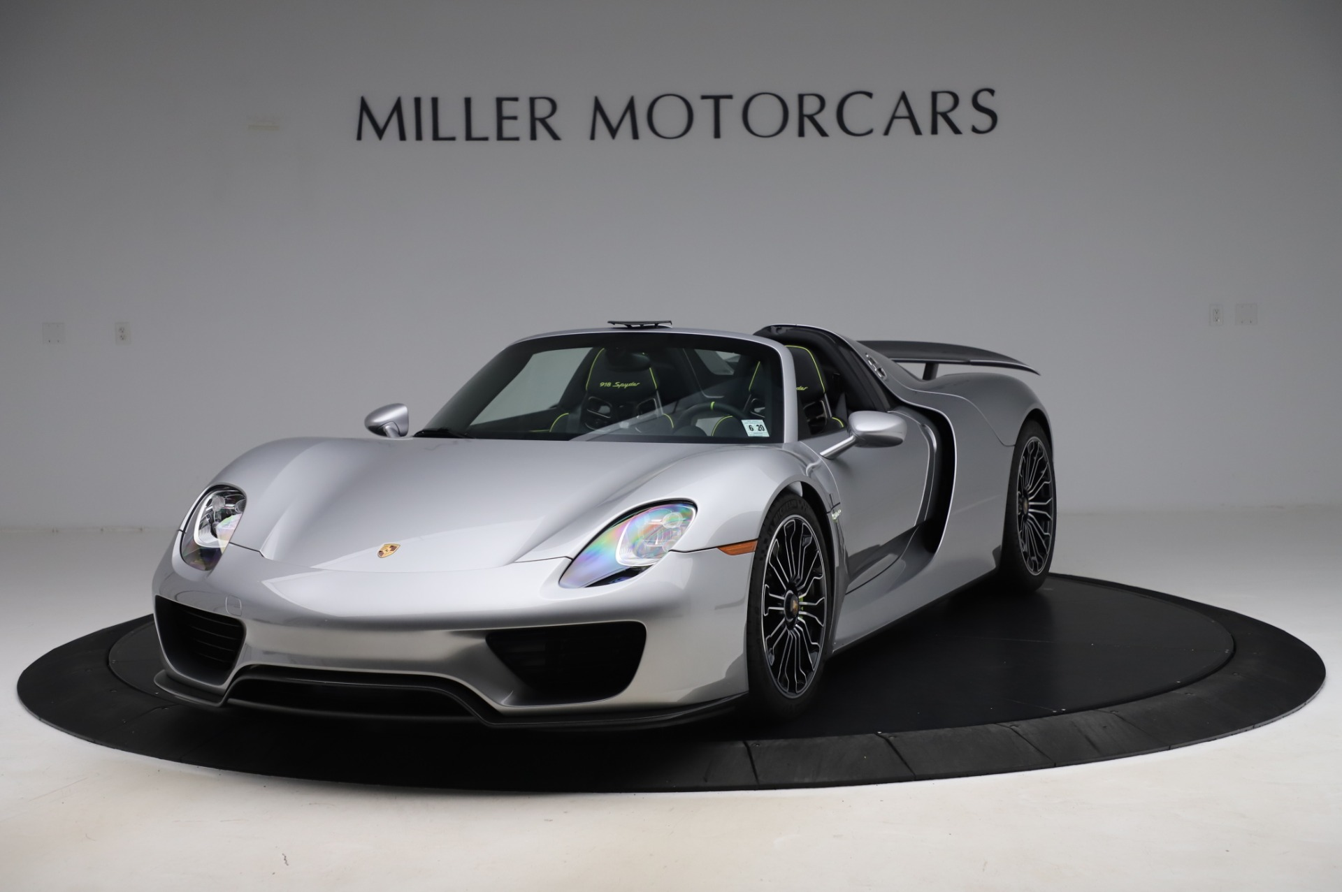 Used 2015 Porsche 918 Spyder for sale $1,355,900 at McLaren Greenwich in Greenwich CT 06830 1