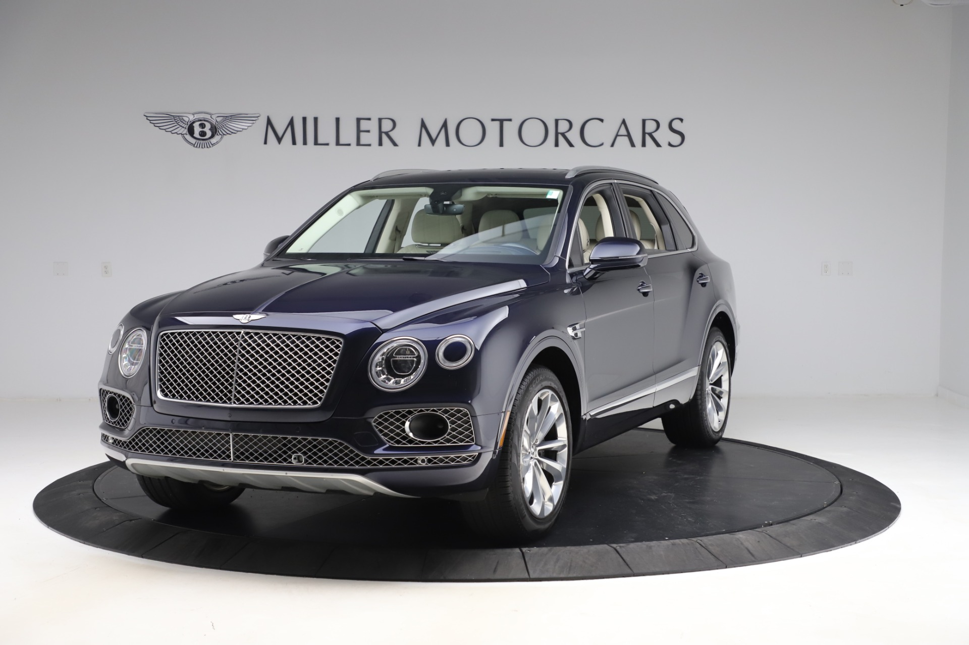 Used 2017 Bentley Bentayga W12 for sale $139,900 at McLaren Greenwich in Greenwich CT 06830 1
