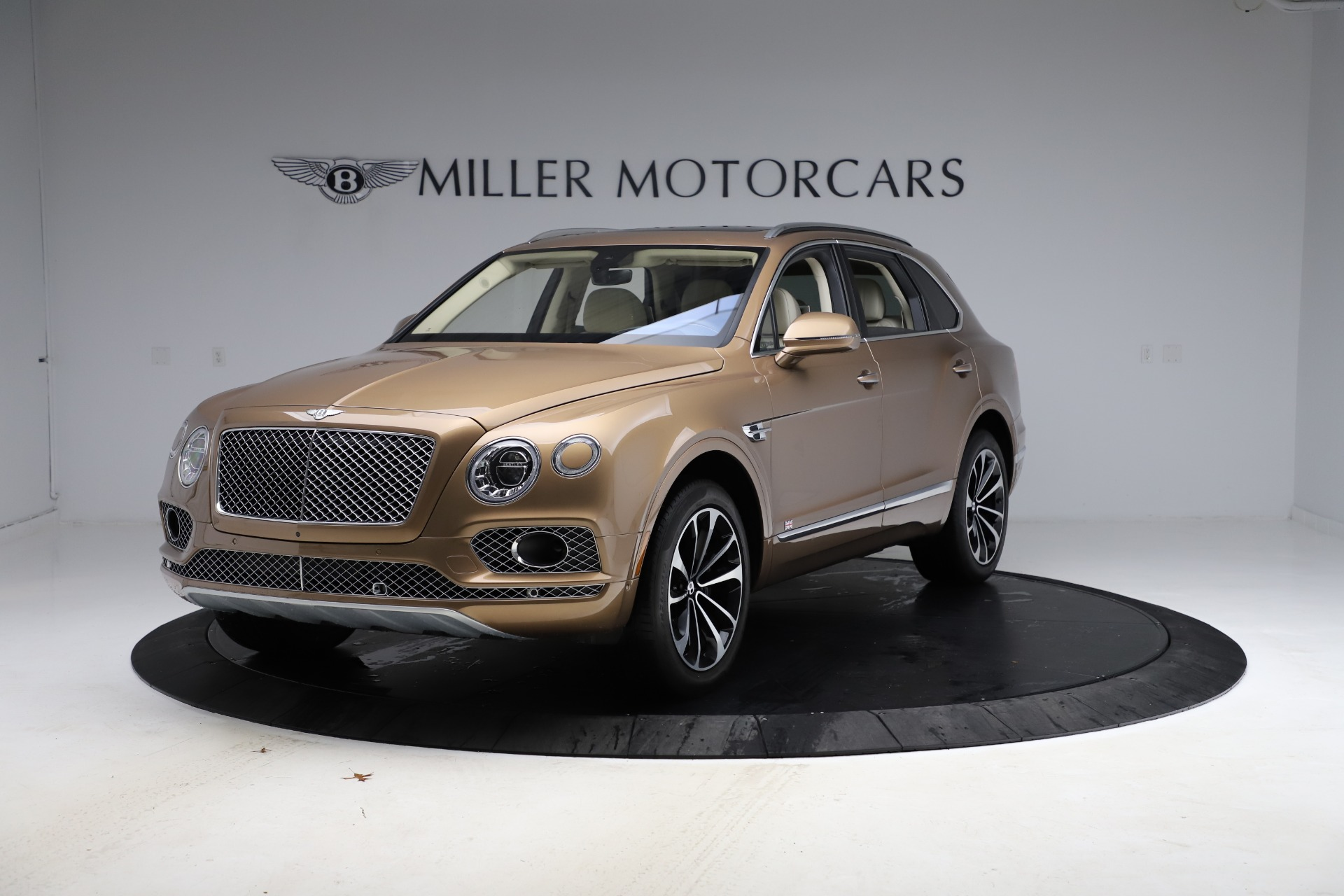 Used 2017 Bentley Bentayga W12 for sale $145,900 at McLaren Greenwich in Greenwich CT 06830 1