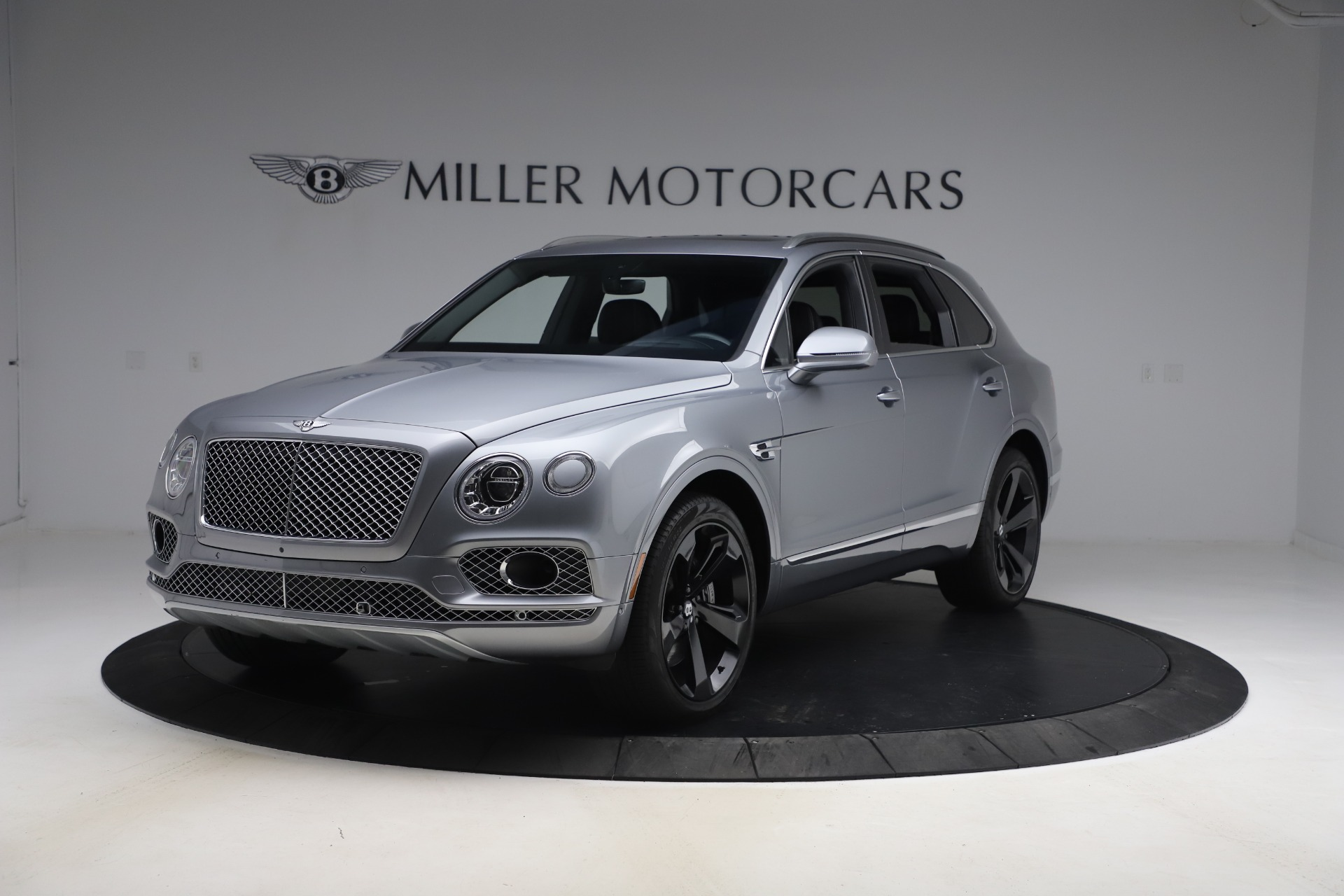 Used 2018 Bentley Bentayga W12 Signature Edition for sale $149,900 at McLaren Greenwich in Greenwich CT 06830 1