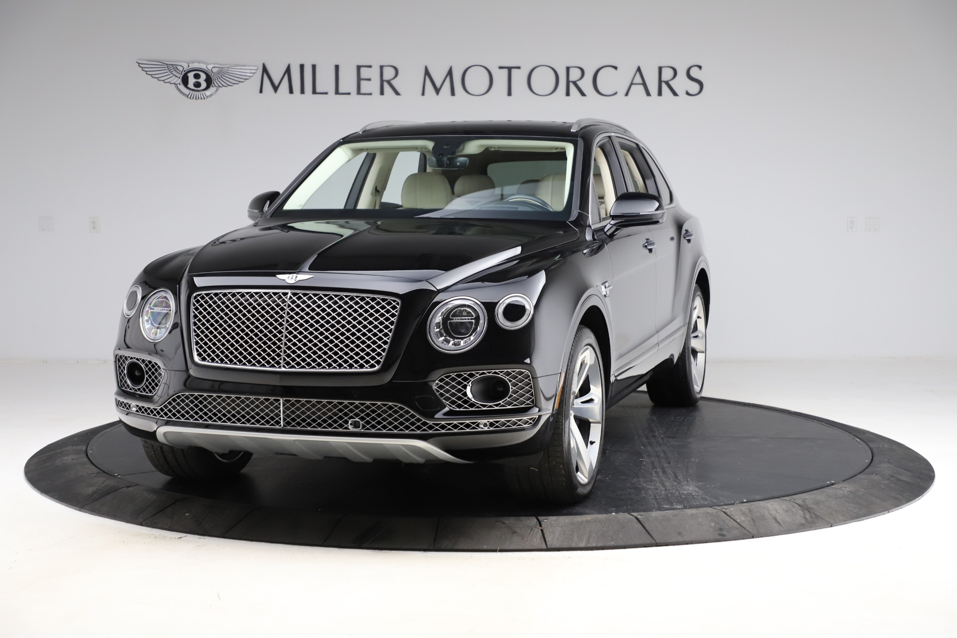 Used 2018 Bentley Bentayga W12 Signature Edition for sale $154,900 at McLaren Greenwich in Greenwich CT 06830 1