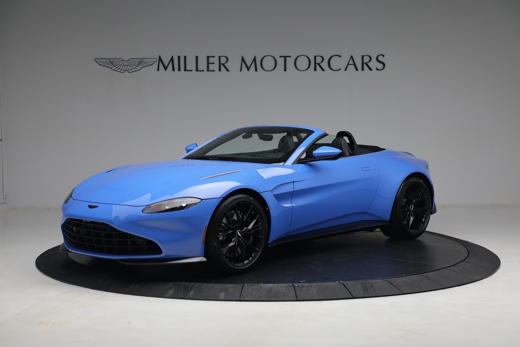 New 2021 Aston Martin Vantage Roadster for sale $186,386 at McLaren Greenwich in Greenwich CT 06830 1