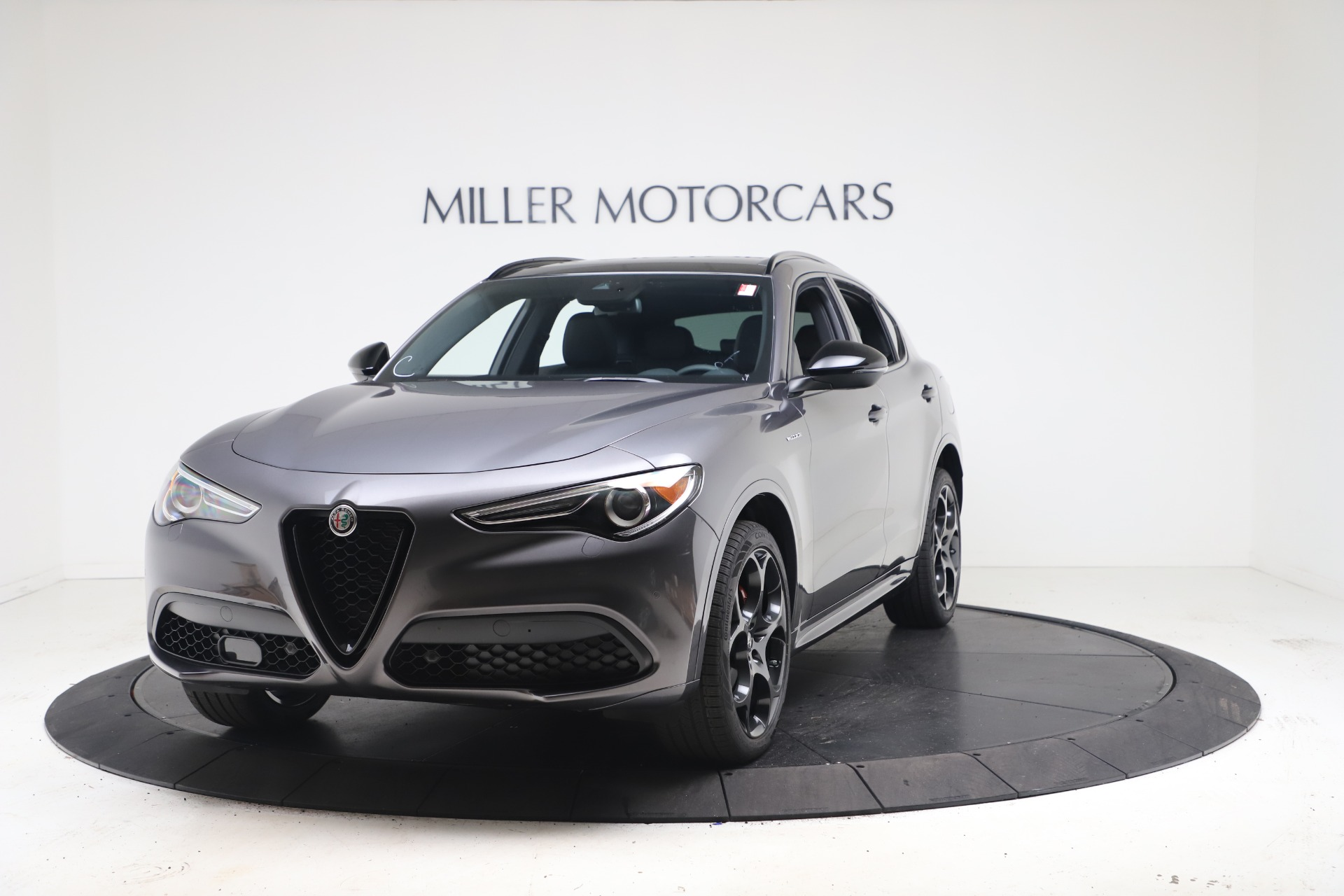 New 2022 Alfa Romeo Stelvio Veloce for sale $55,605 at McLaren Greenwich in Greenwich CT 06830 1